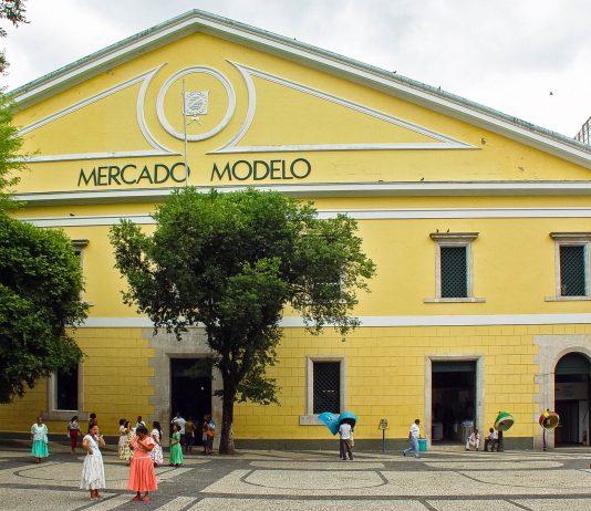 Der Mercado Modelo in der Unterstadt von Salvador de Bahia, Brasilien - © Vinicius Tupinamba / Shutterstock