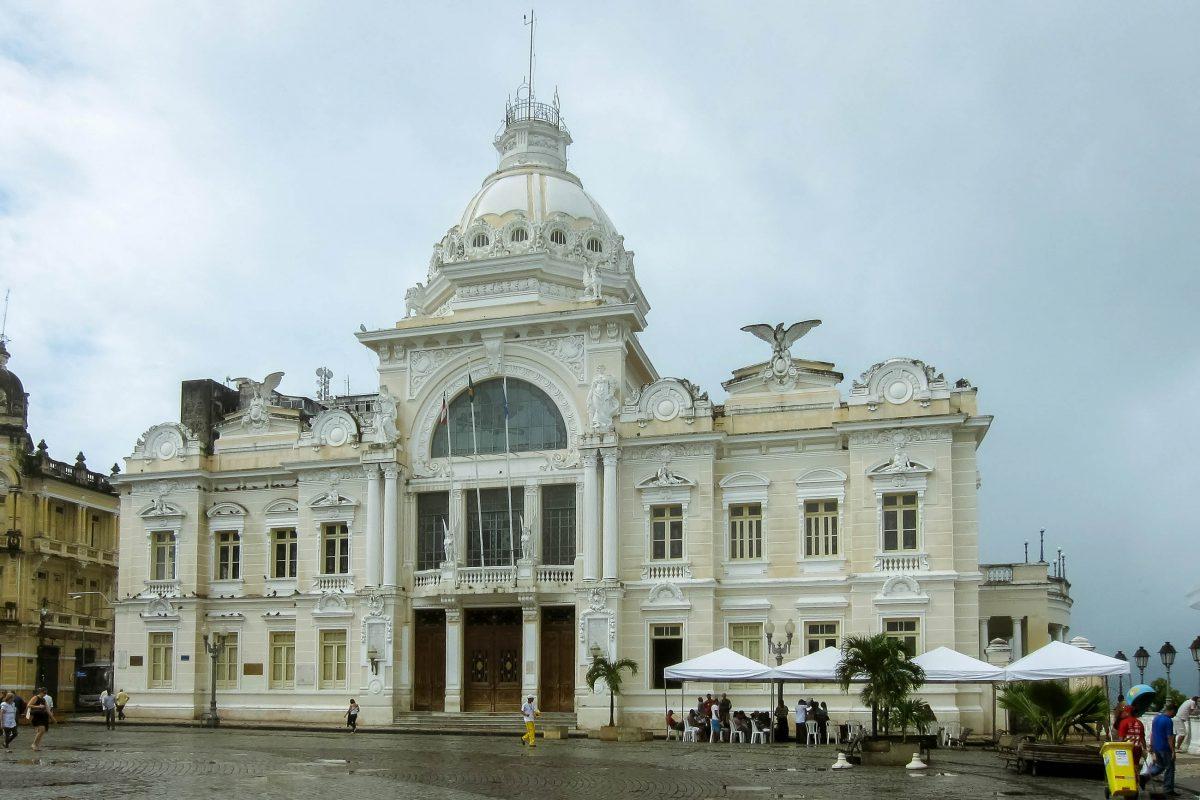Der Palácio Rio Branco ist unumstritten das markanteste Gebäude am Praça Tomé de Souza, dem ehemaligen Marktplatz in der Oberstadt von Salvador, Brasilien - © FRASHO / franks-travelbox