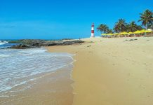 Der Praia da Itapuã ist als schönster Stadtstrand von Salvador, Brasilien, natürlich auch der beliebteste - © FRASHO / franks-travelbox