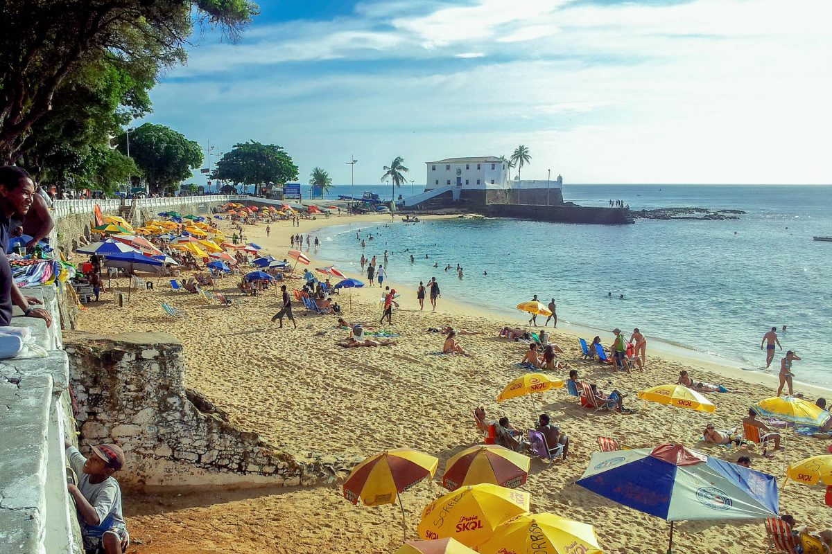 Der Strandabschnitt nördlich der Santa Maria-Festung ist der schönere Teil des Praia do Barra in Salvador und daher auch besser besucht, Brasilien - © FRASHO / franks-travelbox