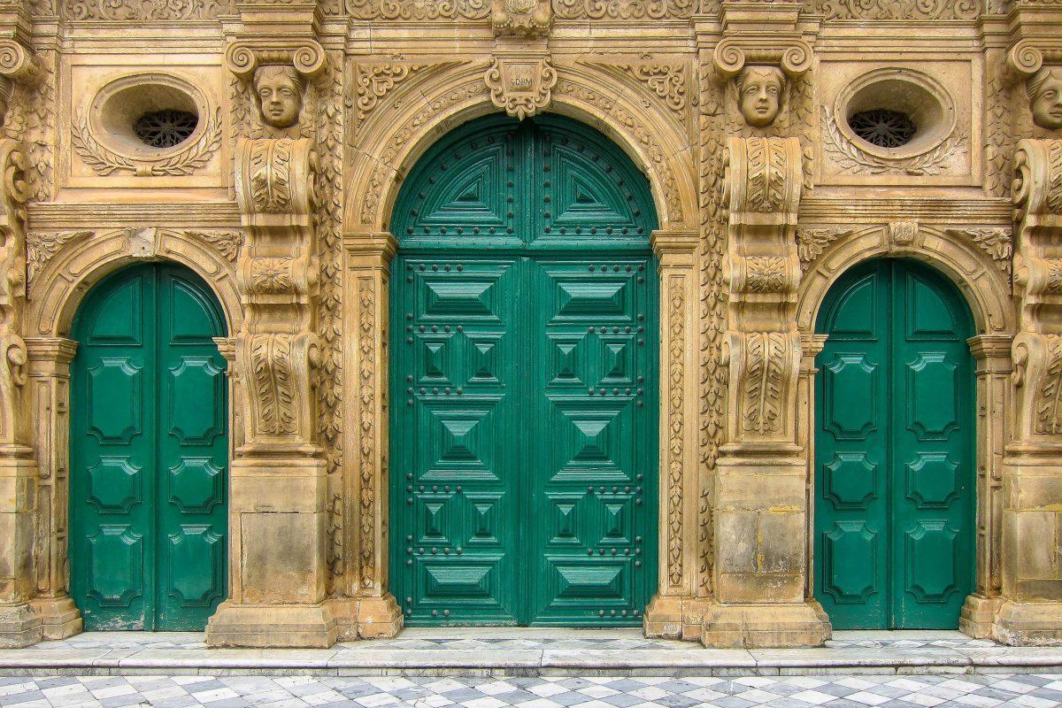 Die Architektur der Igreja da Ordem Terceira de São Francisco in Salvador stammt von Gabriel Ribeiro, der Schöpfer der imposanten Fassade ist nicht überliefert, Brasilien - © FRASHO / franks-travelbox