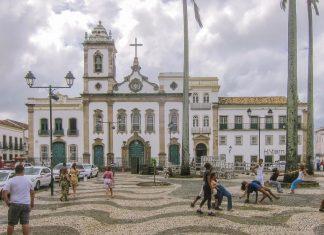 Die Igreja da Ordem Terceira de São Domingos ist eine von drei Kirchen am Terreiro de Jesus in Salvador da Bahia, Brasilien - © FRASHO / franks-travelbox
