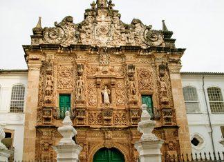 Die Igreja da Ordem Terceira de São Francisco in Pelourinho, Salvador ist ein barockes Meisterwerk aus dem frühen 18. Jahrhundert, Brasilien - © Tony Moran / Shutterstock