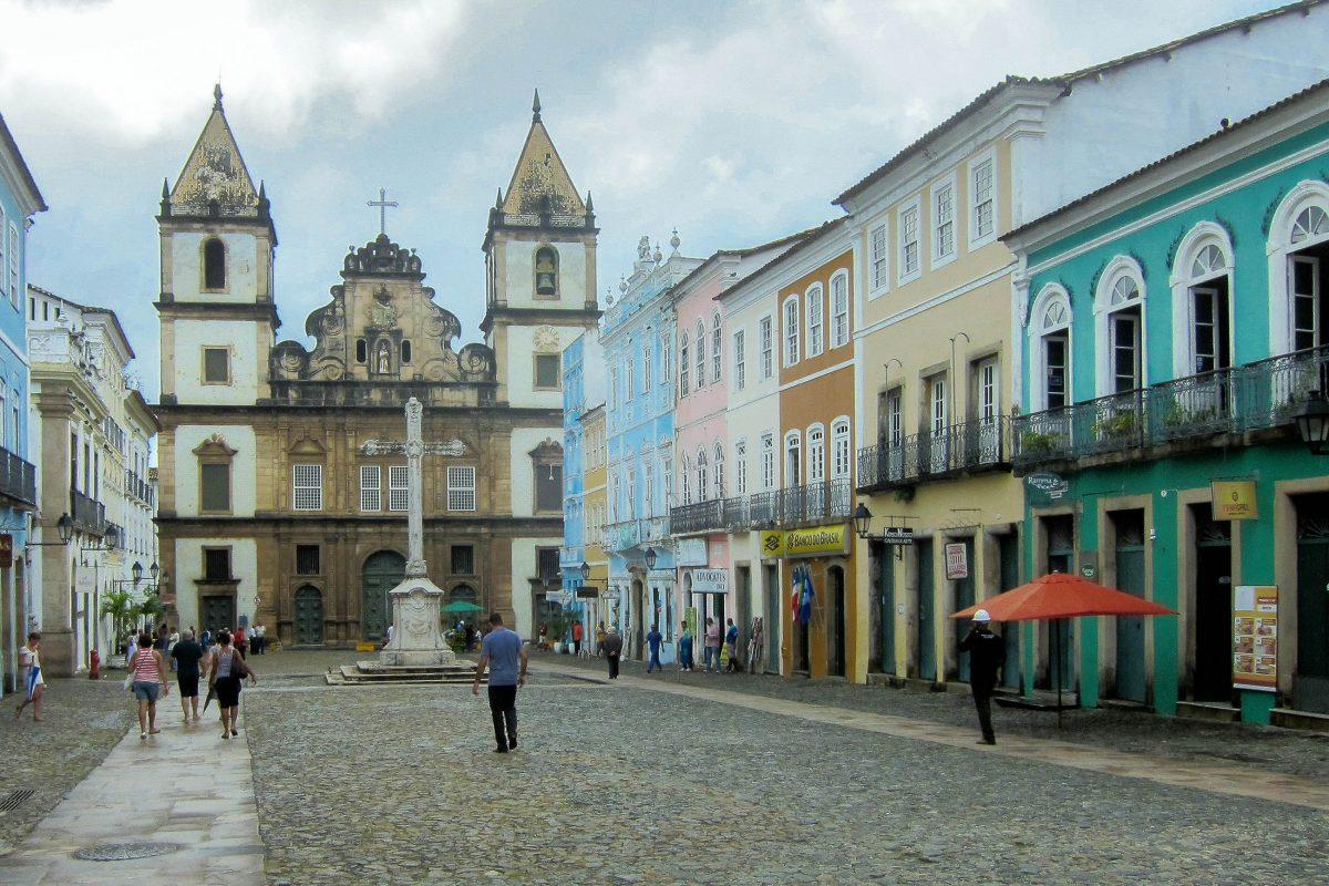 Die Igreja de São Francisco liegt in Pelourinho, einem wunderschönen Viertel von Salvador da Bahia in Brasilien - © FRASHO / franks-travelbox