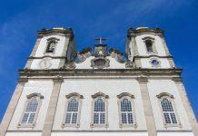 """Die Igreja do Bonfim in Salvador ist jedes Jahr im Jänner Mittelpunkt des bedeutenden Volksfestes """"Festa do Senhor do Bonfim"""", Brasilien - © FRASHO / franks-travelbox"""