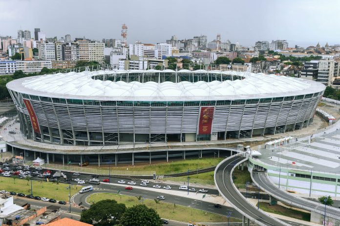 Die Itaipava Arena Fonte Nova in der brasilianischen Stadt Salvador da Bahia ist eine Austragungsstätte der Fußball-WM 2014 - © Antonio Scorza / Shutterstock