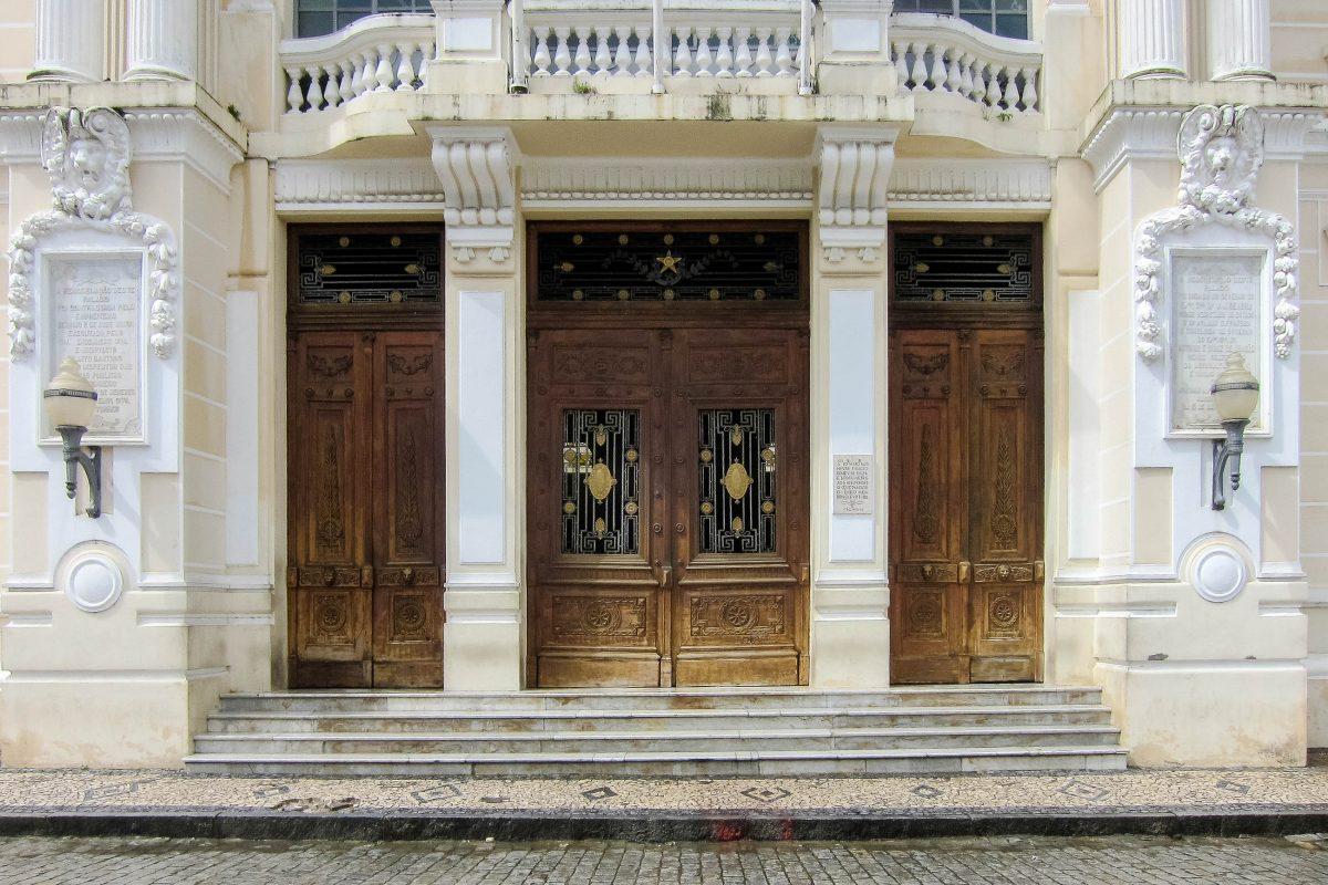 Prachtvolles Eingangsportal des Palácio Rio Branco in Salvador am Praça Tomé de Souza in Brasilien - © FRASHO / franks-travelbox