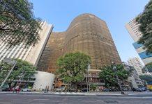 Das Copan in Sao Paulo, Brasilien, wurde von Oscar Niemeyer entworfen und ist mit 1.160 Wohneinheiten das größte Wohnhaus der Welt - © wideweb / Shutterstock