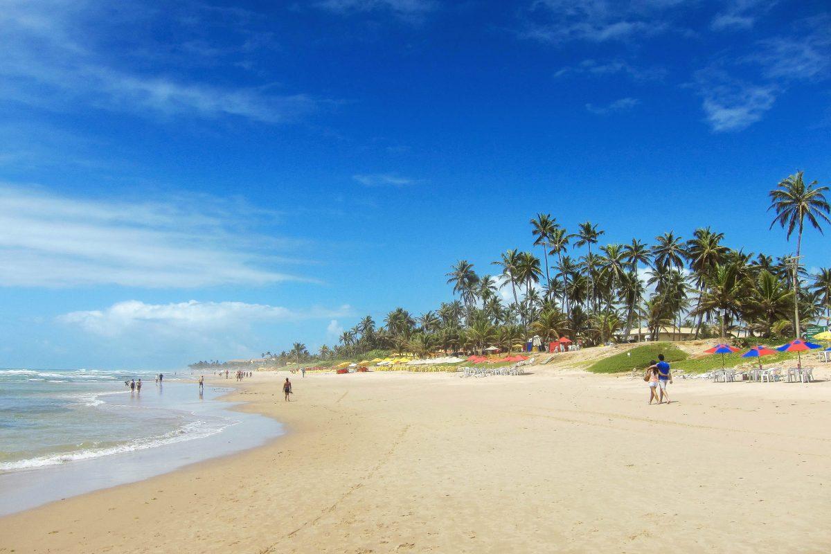 """Die kleine Ortschaft hinter dem Praia Flamengo heißt Stella Maris, """"Seestern"""" und gehört zu den gehobenen Wohngegenden an Bahias Küste, Brasilien - © FRASHO / franks-travelbox"""