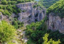 Aufgrund ihrer außerordentlichen Schönheit zählt die Emen-Schlucht zu den offiziellen Natursehenswürdigkeiten von Bulgarien - © vicspacewalker / Shutterstock