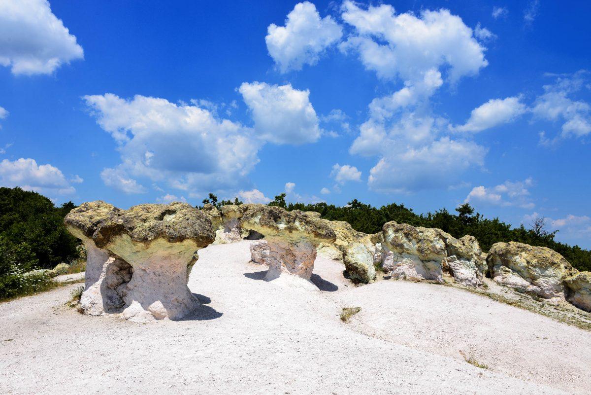 Das Gelände der steinernen Pilze ist zwar eingezäunt, wird aber kaum touristisch vermarktet, Bulgarien - © FRASHO / franks-travelbox