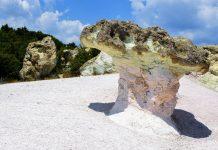 Ihre Entstehung haben die steinernen Pilze bei Beli Plast im südlichen Bulgarien Erosion, Wind und Regen zu verdanken - © FRASHO / franks-travelbox