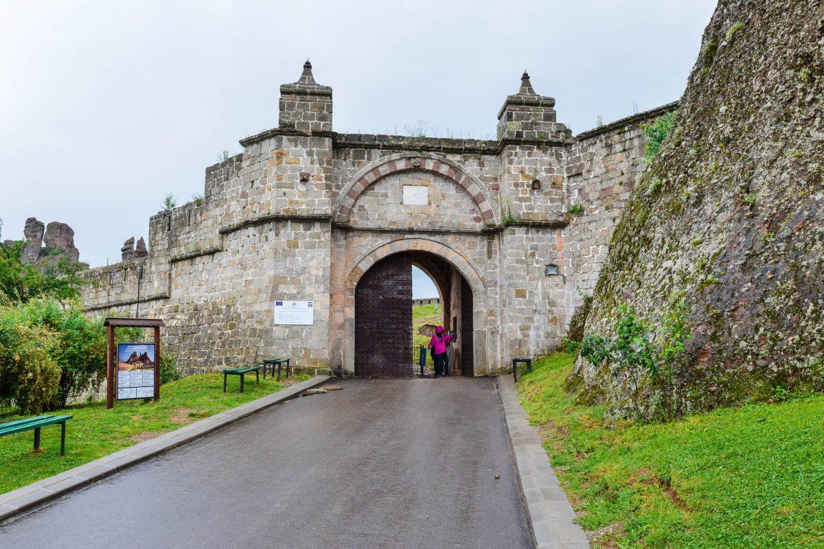 Die Festung von Belogradchik entstand ab dem 1. Jahrhundert zum Schutz der Handelswege von der Donau in die römische Provinz Thracia, Bulgarien - © FRASHO / franks-travelbox