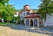 Das geruhsame Kloster Batschkovo im Süden von Bulgarien ist eines der wichtigsten südosteuropäischen Zentren für Wallfahrts-Tourismus - © FRASHO / franks-travelbox