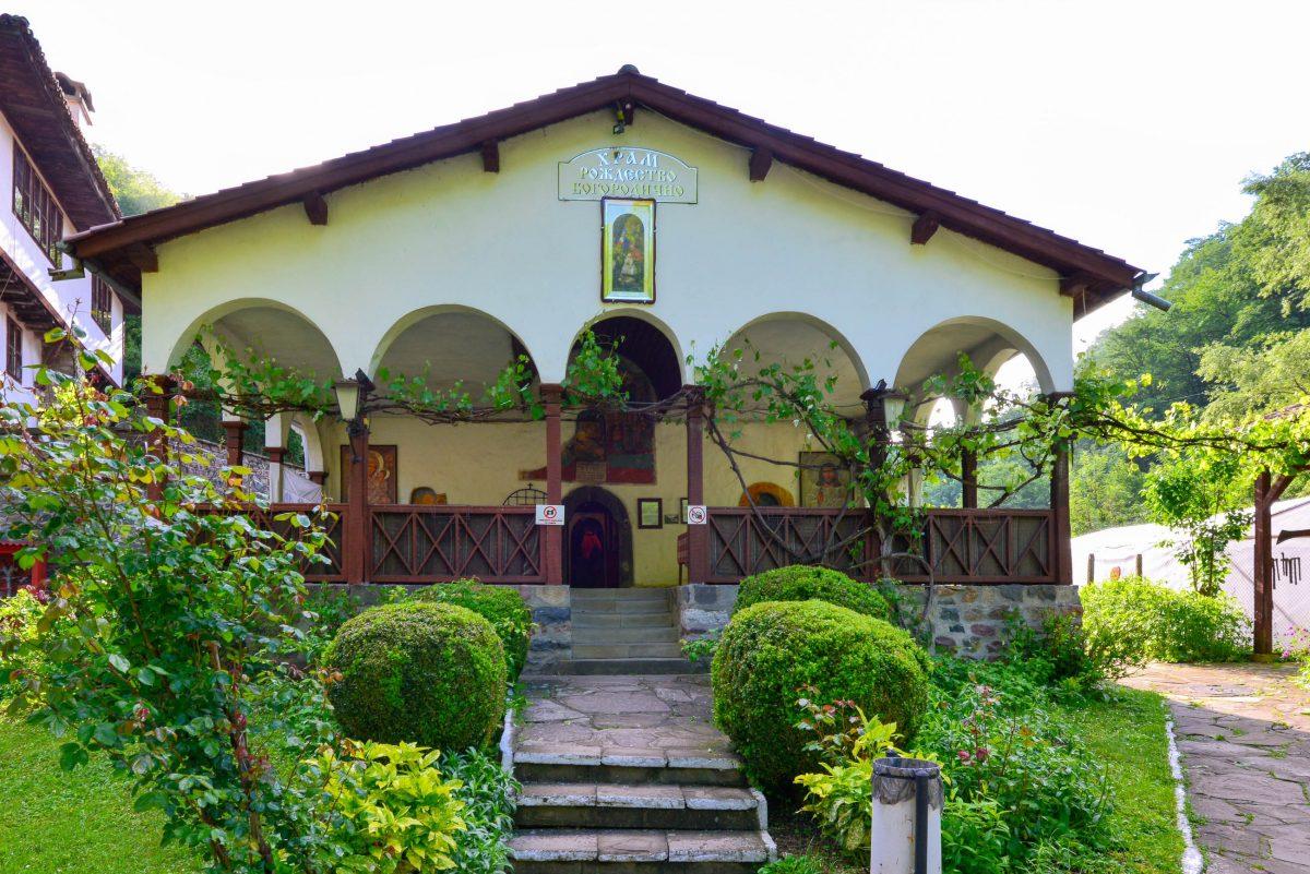 """Das Kloster Osenovlag in Bulgarien wird auch """"Sedemte Prestola"""" genannt, was übersetzt """"Sieben Altäre"""" bedeutet - © FRASHO / franks-travelbox"""