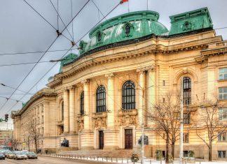 Die älteste Universität von Sofia, Bulgarien, ist in einem eindrucksvollen Gebäude und mehreren Campus-Regionen untergebracht  - © Leonid Andronov / Shutterstock