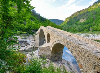 Die Dyavolski Most im Süden Bulgariens zählt sicherlich zu den charmantesten Teufelsbrücken, die in ganz Europa zu finden sind - © FRASHO / franks-travelbox