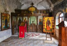 Die kunstvoll geschnitzte Ikonostase im Felsenkloster Basarbovski stammt aus dem Jahr 1941, Bulgarien - © FRASHO / Kathedrale von Lima