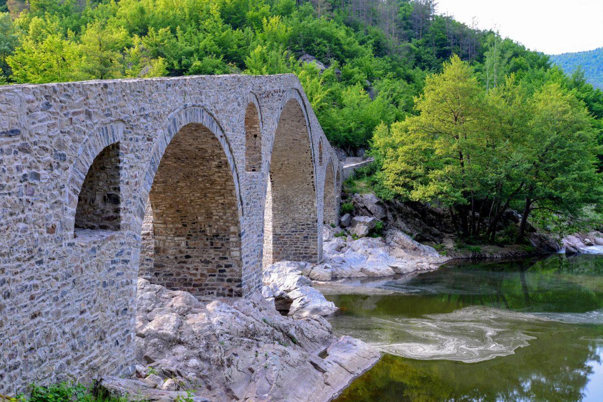 Die Teufelsbrücke im Süden von Bulgarien wurde mit Hilfe von EU-Geldern finanziert und befindet sich in neuwertigem Zustand - © FRASHO / franks-travelbox