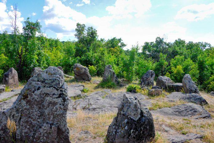 Der Steinkreis bei Dolni im Süden des Landes ist die einzige derartige Stätte in Bulgarien - © FRASHO / franks-travelbox