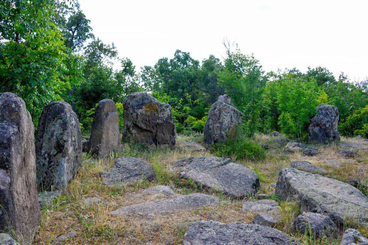 """Der Steinkreis von Dolni wird oft auch als """"Stonehenge von Bulgarien"""" bezeichnet, was jedoch massiv übertrieben scheint - © FRASHO / franks-travelbox"""