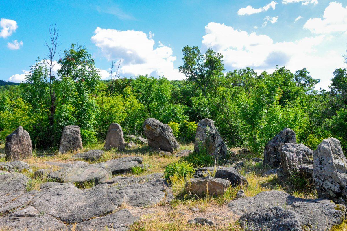 Vereinzelte Fundstücke weisen darauf hin, dass die letzten Kulthandlungen in den Steinkreisen von Dolni, Bulgarien, im Mittelalter abgehalten wurden - © FRASHO / franks-travelbox
