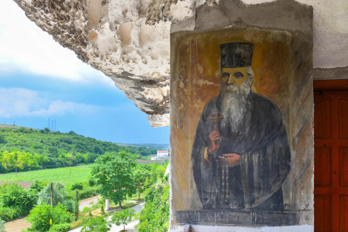 Herrlicher Ausblick von der Klosterkirche im Felsenkloster Basarbovski in Bulgarien - © FRASHO / Kathedrale von Lima