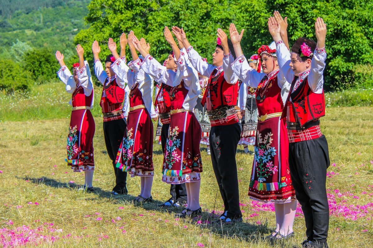Das Festival der Rosen, das am ersten Juni-Wochenende in Kazanlak stattfindet, ist eine Sehenswürdigkeit für sich, Bulgarien - © LuminatePhotos by judith/Shutterstock