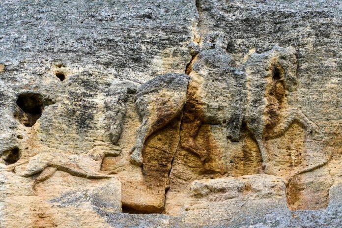 Der Reiter von Madara im Nordosten von Bulgarien ist das einzige frühmittelalterliche Felsrelief in ganz Europa - © FRASHO / franks-travelbox