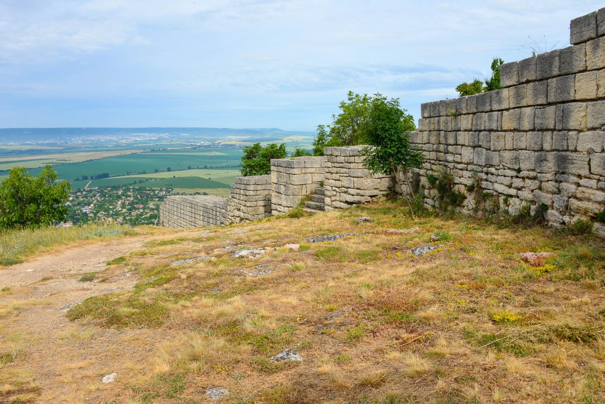 Während sich der Wow-Effekt bei der Festung von Madara in Grenzen hält, beeindruckt der atemberaubende Rundblick umso mehr, Bulgarien - © FRASHO / franks-travelbox