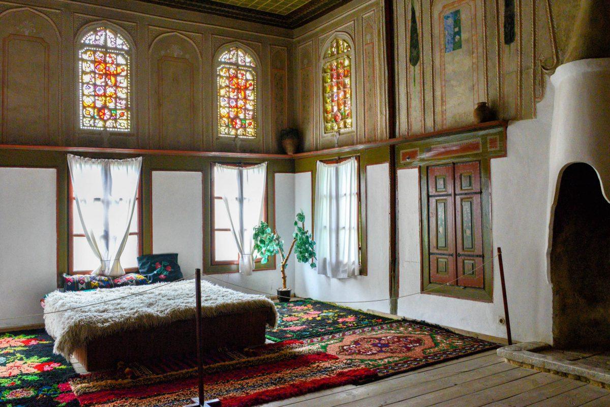 Die herrlichen Holzschnitzereien und Wand- bzw. Fenstermalereien des Kordopulow-Hauses sind besonders sehenswert, Bulgarien - © FRASHO / franks-travelbox.com