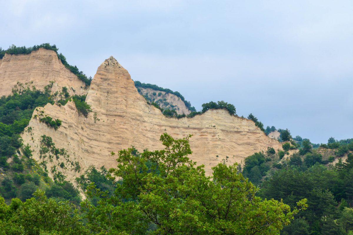 Die Sand-Pyramiden von Melnik haben teilweise bizarre Formen, Bulgarien - © FRASHO / franks-travelbox.com