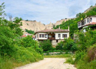 Melnik zählt zu den 100 nationalen touristischen Objekten von Bulgarien und beherbergt 96 Häuser die zu Kulturdenkmälern erklärt wurden - © FRASHO / franks-travelbox.com