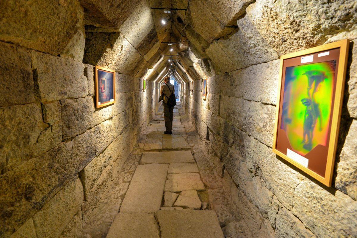 Das über zwei Jahrtausende alte Thrakergrab von Mezek ist die größte Grabstätte aus der Thraker-Zeit, die in Bulgarien bisher gefunden wurde - © FRASHO / franks-travelbox