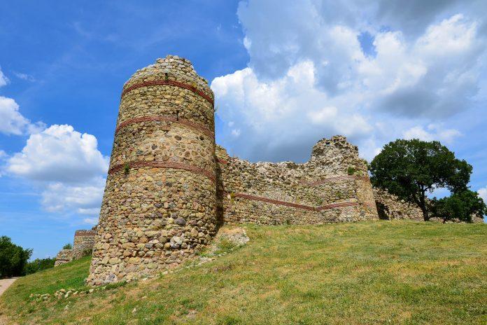 Die Byzantiner-Festung bei Mezek im Südosten Bulgariens ist heute die besterhaltene mittelalterliche Festungsanlage in den Rhodopen - © FRASHO / franks-travelbox
