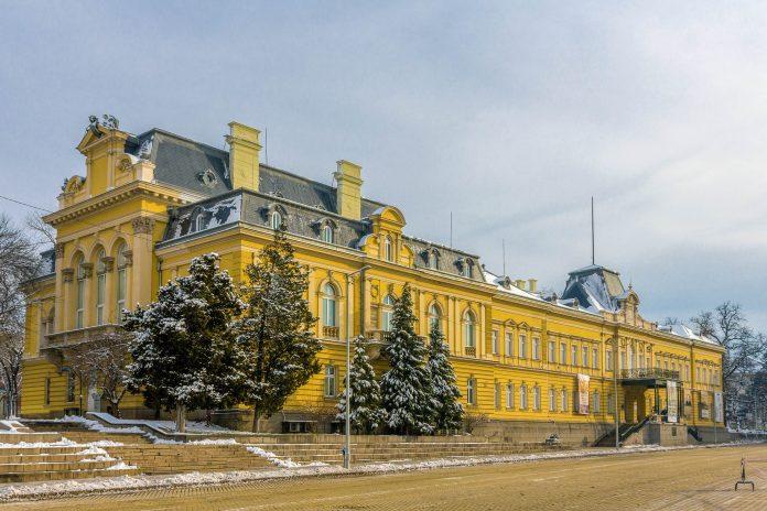 Mit Werken der größten bulgarischen Künstler ist die National Art Gallery im ehemaligen Königspalast von Sofia das wichtigste Kunstmuseum von Bulgarien - © Leonid Andronov / Shutterstock