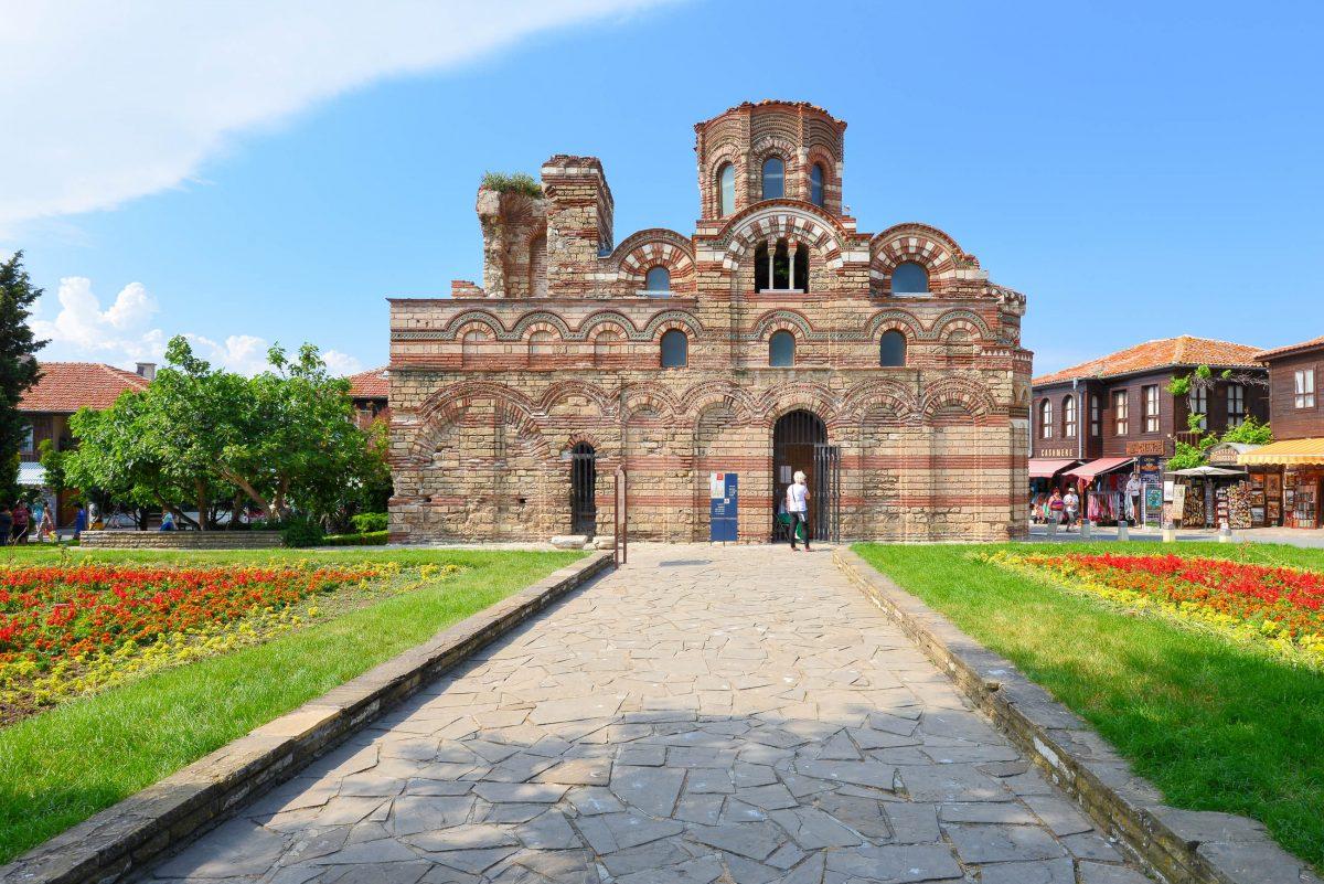 Die typisch byzantinische Pantokratorkirche in der Altstadt von Nessebar zählt zu Bulgariens wichtigsten Vertretern mittelalterlicher Kirchenbaukunst  - © FRASHO / franks-travelbox