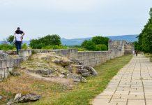 Die Erkundung der teilweise parkähnlich angelegten Ausgrabungsstätte Pliska ist ein netter Spaziergang, Bulgarien - © FRASHO / franks-travelbox