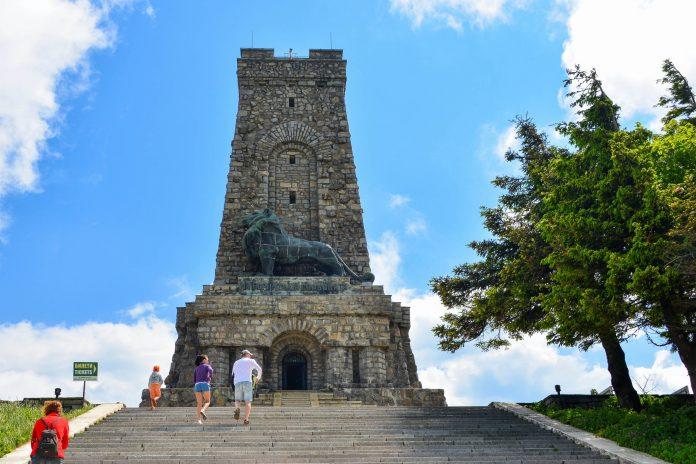 Der Schipka-Pass ist Schauplatz einiger großer Schlachten in Bulgarien, die dank Denkmälern und einem Museum bis heute nicht in Vergessenheit geraten sind - © FRASHO / franks-travelbox