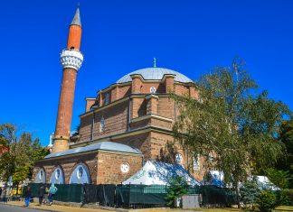 Die Banja Bashi Moschee ist nicht nur die wichtigste Moschee Sofias, sondern zählt auch zu den ältesten Moscheen in Europa, Bulgarien - © meunierd / Shutterstock
