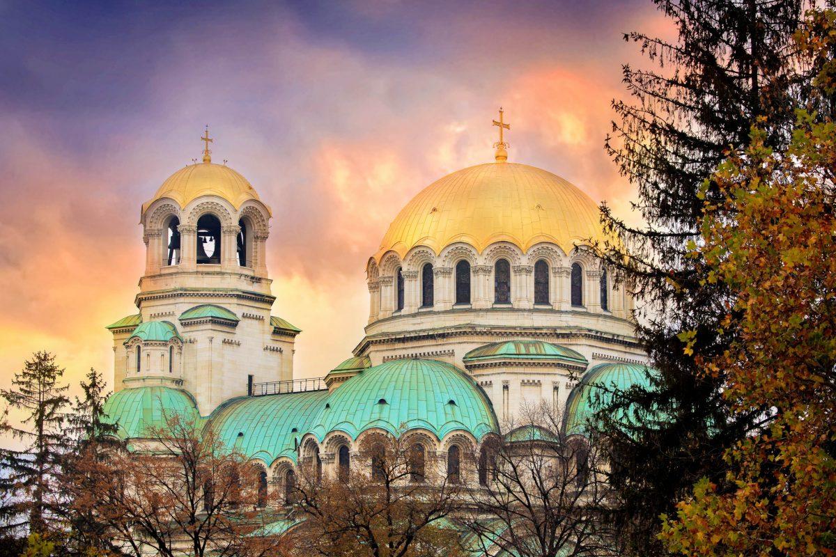 Die neo-byzantinische Kathedrale in Sofia ist dem russischen Nationalheiligen und Namenspatron des Zaren Alexander II., Alexander Newski geweiht, Bulgarien - © SSokolov / Shutterstock