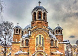 Die orthodoxe Sedmochislenitsi Kirche im Zentrum von Sofia verströmt mit ihrer außergewöhnlichen Geschichte eine Aura von besonderer Majestät, Bulgarien - © Leonid Andronov / Shutterstock