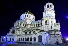 Die prachtvolle Alexander-Newski-Kathedrale in Sofia, Bulgarien, ist die zweitgrößte orthodoxe Kirche auf der Balkan-Halbinsel - © Ivo Petkov / Shutterstock