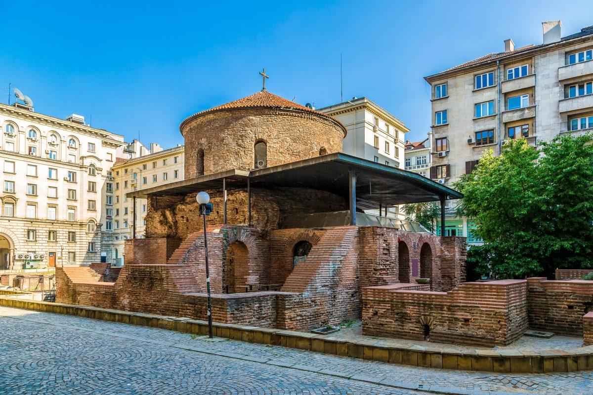 Die Rotunde Sveti Georgi in Sofia war einst Aufbewahrungsort der Reliquien des Heiligen Ivan Rilski, des Patrons von Bulgarien - © S-F / Shutterstock