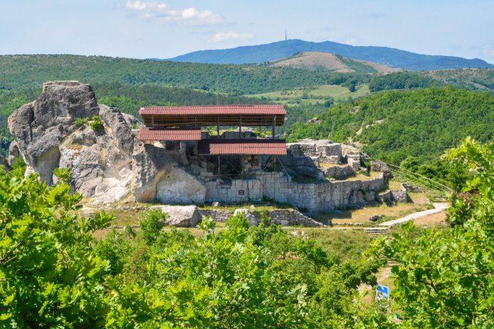 Das Heiligtum von Tatul im Süden von Bulgarien ist eine über 2000 Jahre alte heidnische Kultstätte mit dem legendären Grab des Orpheus - © FRASHO / franks-travelbox