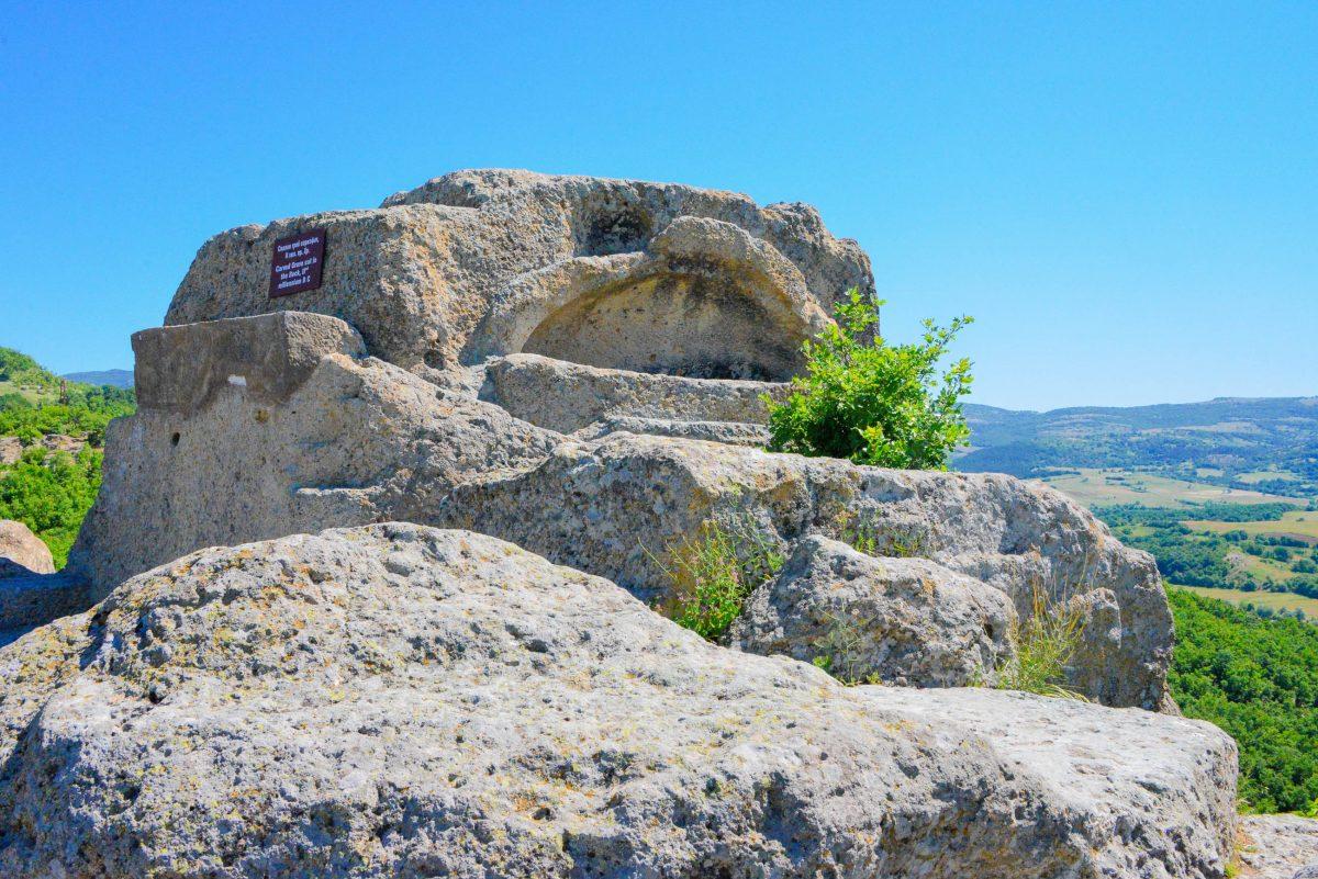 Die Festung und die Thrakergräber befinden sich etwa 40km südlich von Perperikon rund 1 km vom heutigen Dorf Tatul entfernt, Bulgarien - © FRASHO / franks-travelbox