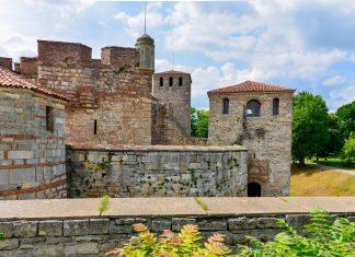 Die ehemals römische Handelsstadt Vidin im Nordwesten von Bulgarien lockt mit idyllischer Beschaulichkeit und der eindrucksvollen Festung Baba Vida - © FRASHO / franks-travelbox