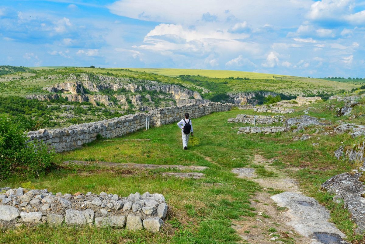 Wer die weitläufigen Umrisse betrachtet, kann sich vielleicht vorstellen, dass die Festungsstadt Cherven einst zu den mächtigsten Befestigungsanlagen Bulgariens gehörte - © FRASHO / Kathedrale von Lima