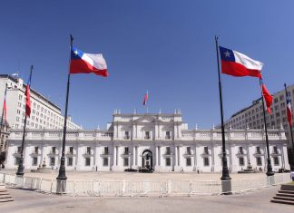 Der La Moneda Palast in Santiago de Chile - © gary yim / Shutterstock