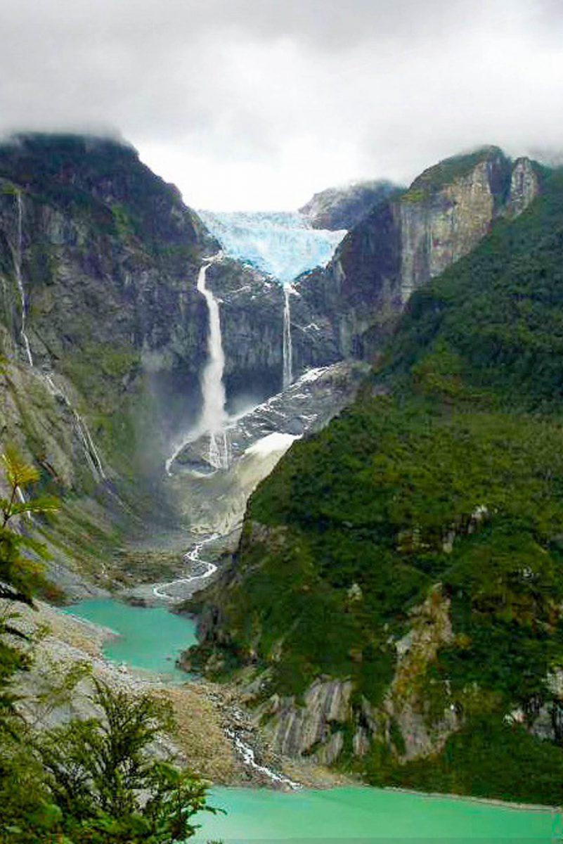 """Der spektakuläre """"hängende Gletscher"""" ist DAS Aushängeschild des Queulat Nationalparks in Chile - © betoscopio CC BY-SA2.0/W"""
